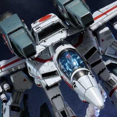 Premium Masterline Robotech VF-1J Officer's Veritech Guardian Mode